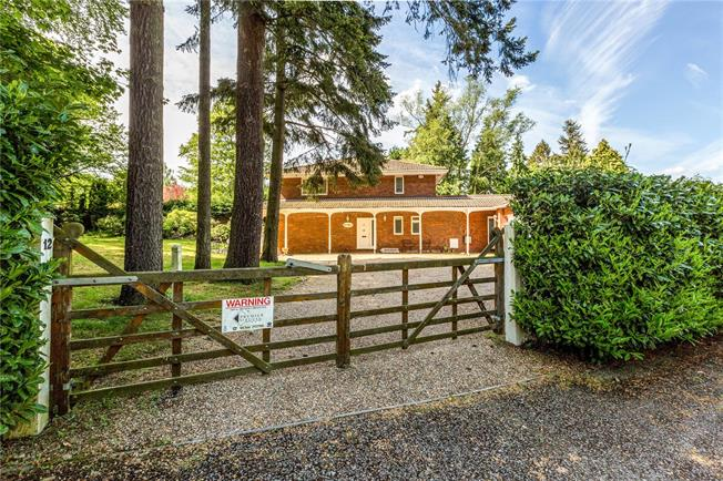 Guide Price £1,500,000, 5 Bedroom Detached House For Sale in Berkshire, SL5