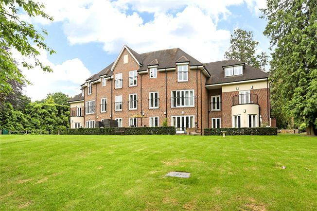 Guide Price £475,000, 2 Bedroom Flat For Sale in Sunningdale, Berkshire, SL5
