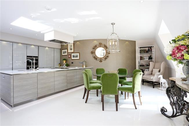 Guide Price £1,350,000, 3 Bedroom Flat For Sale in Ascot, SL5