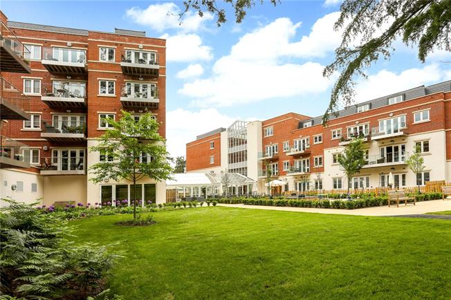 Guide Price £375,000, 1 Bedroom Flat For Sale in Sunningdale, Ascot, SL5