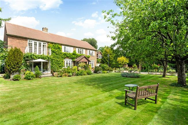 Guide Price £1,600,000, 6 Bedroom Detached House For Sale in Berkshire, SL5
