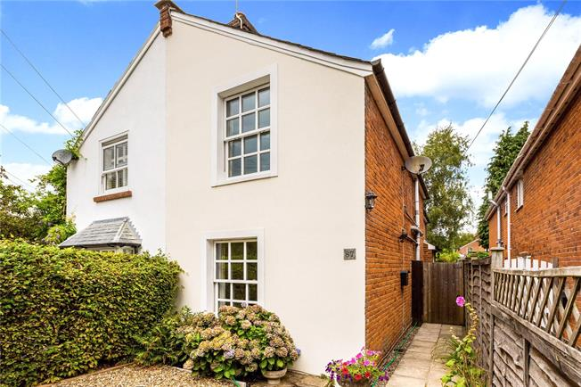 Guide Price £700,000, 4 Bedroom Semi Detached House For Sale in Berkshire, SL5