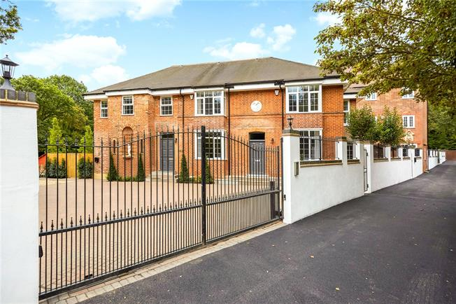 Guide Price £1,195,000, 4 Bedroom Terraced House For Sale in Ascot, SL5