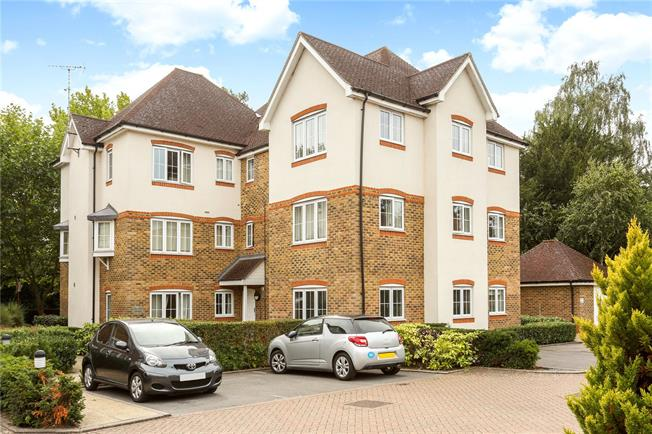 Asking Price £295,000, 2 Bedroom Flat For Sale in Englefield Green, TW20