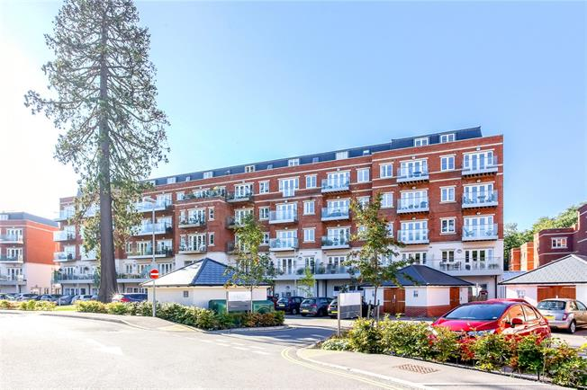 Guide Price £660,000, 2 Bedroom Flat For Sale in Ascot, SL5
