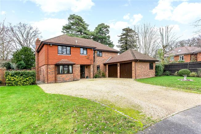 Guide Price £1,250,000, 5 Bedroom Detached House For Sale in Ascot, SL5