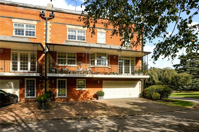 Guide Price £1,200,000, 3 Bedroom Mews House For Sale in Sunninghill, SL5