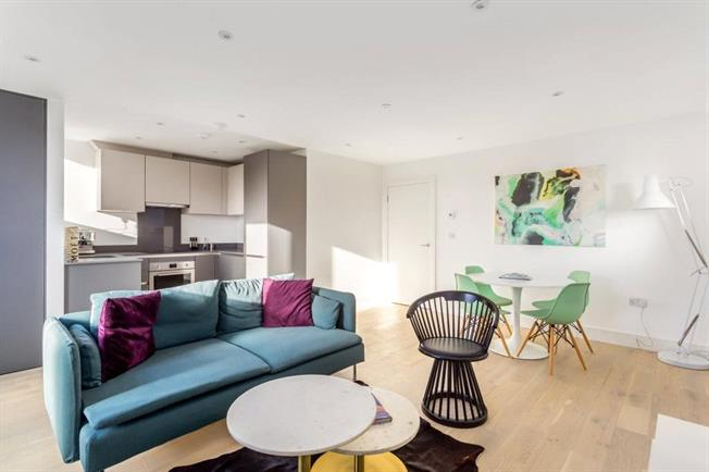 Asking Price £325,000, 2 Bedroom Flat For Sale in Egham, TW20