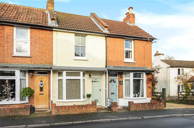 Guide Price £400,000, 2 Bedroom Terraced House For Sale in Berkshire, SL5