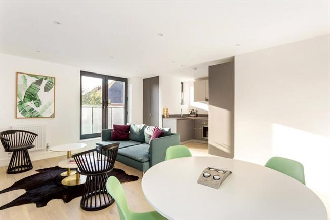 Asking Price £285,000, 1 Bedroom Flat For Sale in Egham, TW20