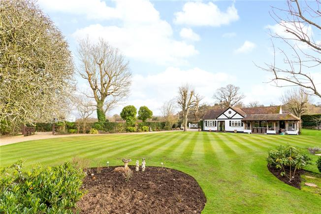 Guide Price £1,495,000, Detached House For Sale in Chobham, GU24