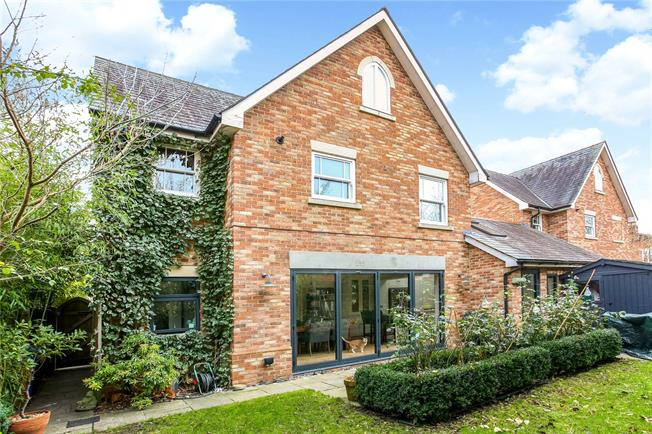 Guide Price £925,000, 3 Bedroom Semi Detached House For Sale in Ascot, SL5
