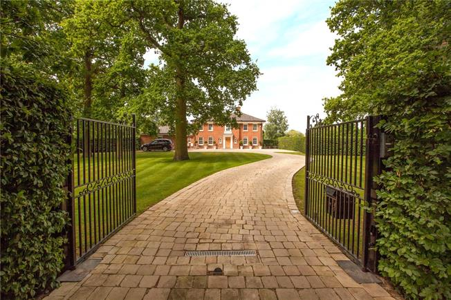 Guide Price £1,900,000, 4 Bedroom Detached House For Sale in Winkfield, SL4