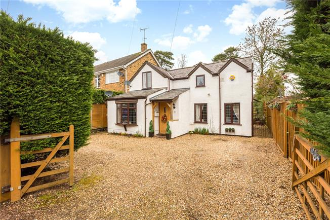 Guide Price £650,000, 3 Bedroom Detached House For Sale in Windsor, Berkshire, SL4