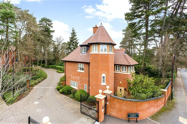 Asking Price £1,250,000, 4 Bedroom Detached House For Sale in Ascot, SL5