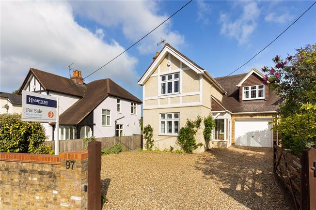 Guide Price £930,000, 4 Bedroom Detached House For Sale in Windlesham, GU20