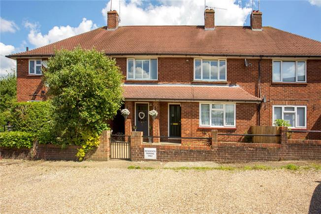 Guide Price £365,000, 2 Bedroom Flat For Sale in Berkshire, SL5
