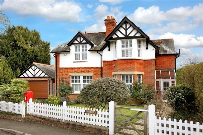 Guide Price £1,350,000, 4 Bedroom Detached House For Sale in Sunningdale, SL5