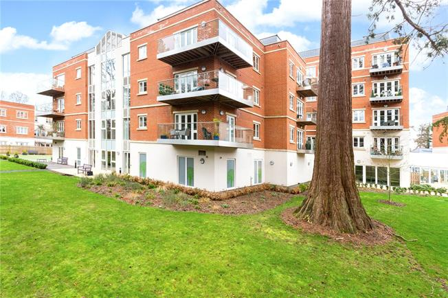 Guide Price £530,000, 2 Bedroom Flat For Sale in Rise Road, Ascot, SL5