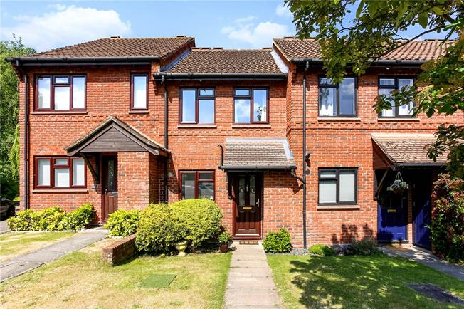 Guide Price £385,000, 2 Bedroom Terraced House For Sale in Ascot, SL5