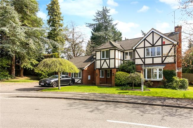 Guide Price £1,100,000, 4 Bedroom Detached House For Sale in Ascot, SL5