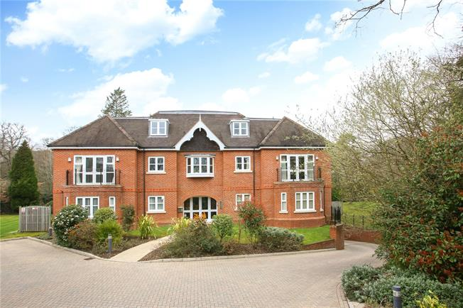 Guide Price £445,000, 2 Bedroom Flat For Sale in Windlesham, GU20