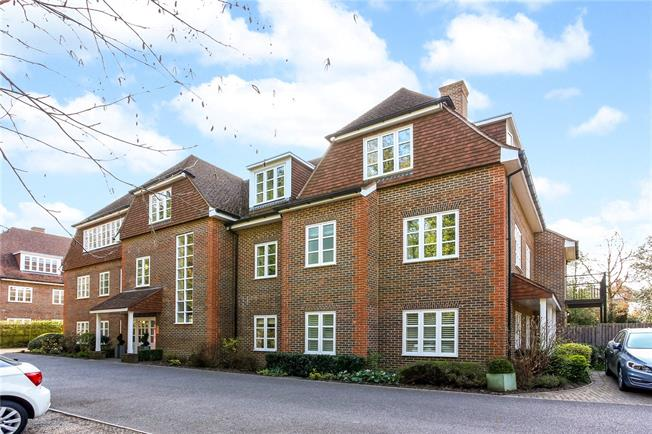 Guide Price £599,950, 3 Bedroom Flat For Sale in Sunningdale, Ascot, SL5