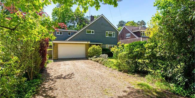 Guide Price £975,000, 4 Bedroom Detached House For Sale in Lightwater, GU18