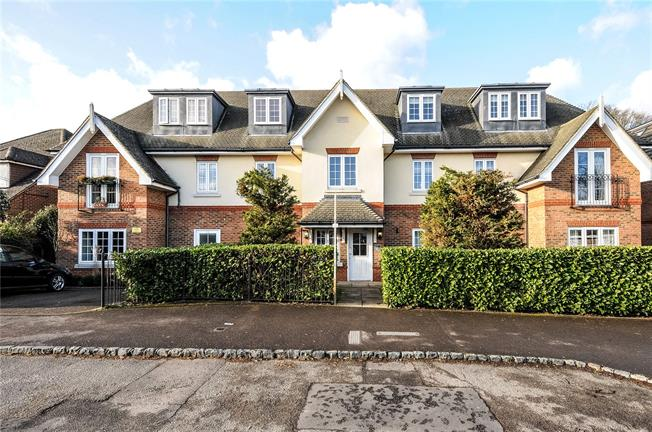 Guide Price £310,000, 2 Bedroom Flat For Sale in Ascot, SL5