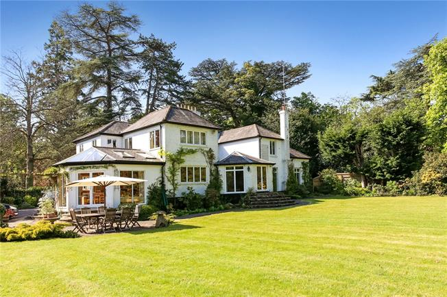Guide Price £1,650,000, 5 Bedroom Detached House For Sale in Ascot, SL5