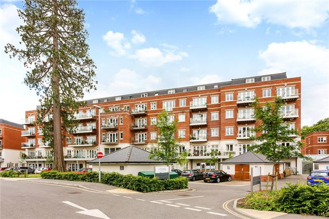 Guide Price £575,000, 2 Bedroom Flat For Sale in Ascot, SL5