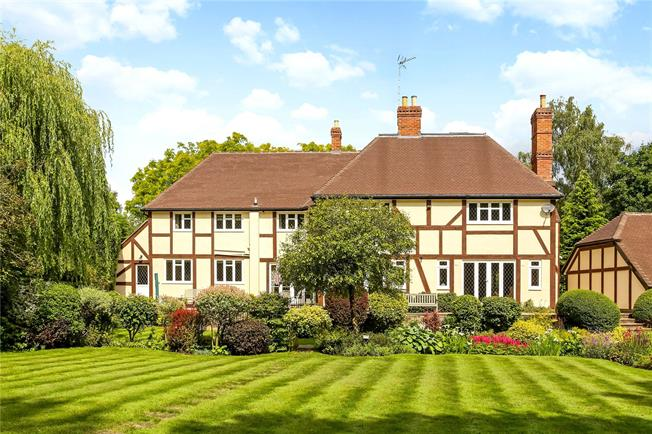 Guide Price £1,950,000, 4 Bedroom Detached House For Sale in Ascot, SL5