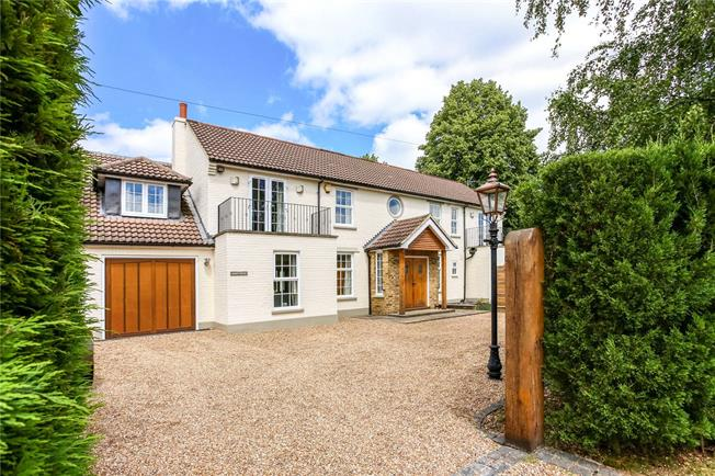 Guide Price £1,950,000, 4 Bedroom Detached House For Sale in Berkshire, SL5