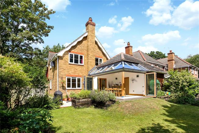Guide Price £850,000, 4 Bedroom Detached House For Sale in Ascot, SL5