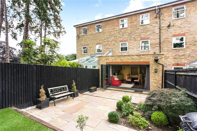 Guide Price £1,250,000, 5 Bedroom Mews House For Sale in Ascot, SL5