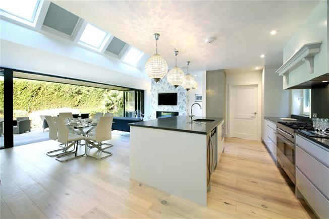 Guide Price £1,495,000, 3 Bedroom Bungalow For Sale in Ascot, SL5