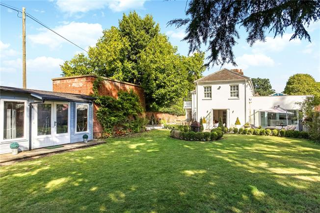 Guide Price £1,400,000, 4 Bedroom Detached House For Sale in Ascot, SL5