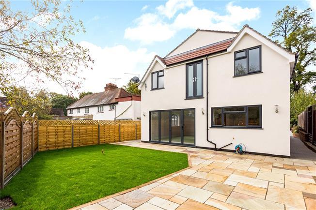 Guide Price £865,000, 4 Bedroom Detached House For Sale in Windlesham, Surrey, GU20