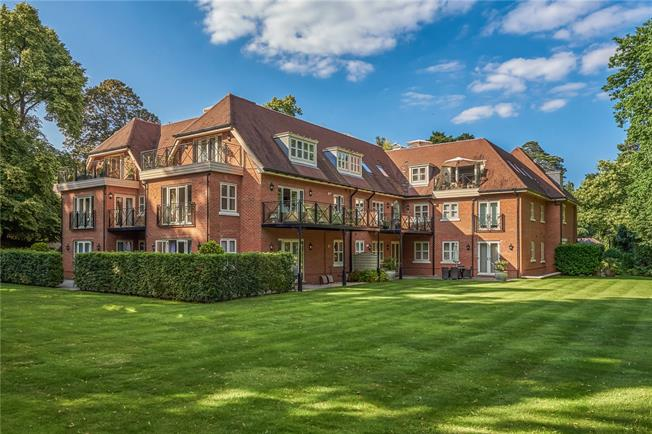 Guide Price £975,000, 2 Bedroom Flat For Sale in Ascot, SL5