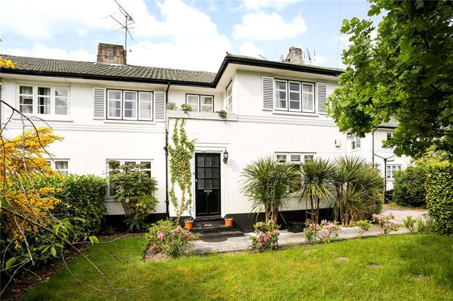 Guide Price £395,000, 2 Bedroom Flat For Sale in Sunningdale, Berkshire, SL5