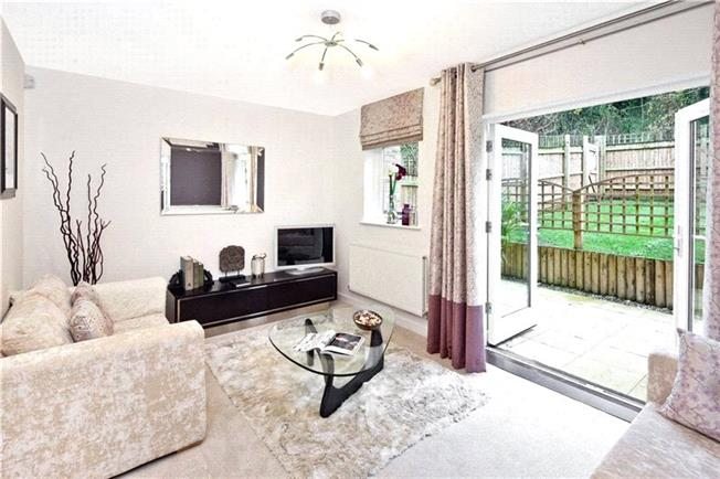 Asking Price £364,995, 3 Bedroom Semi Detached House For Sale in Reading, Berkshire, RG30