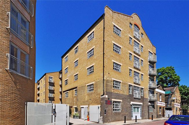 Asking Price £500,000, 1 Bedroom Flat For Sale in London, SE16