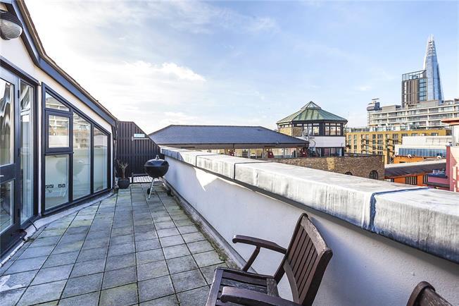 Asking Price £1,384,000, 3 Bedroom Flat For Sale in London, SE1