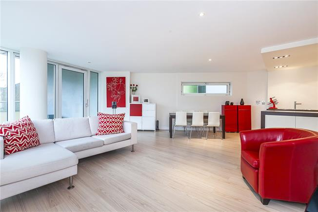 Asking Price £850,000, 2 Bedroom Flat For Sale in London, SE1