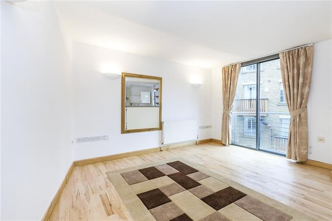 Asking Price £795,000, 2 Bedroom Flat For Sale in London, SE1