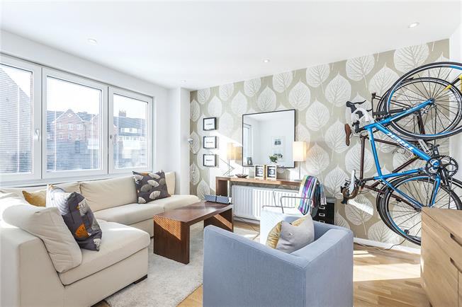 Asking Price £715,000, 2 Bedroom Flat For Sale in London, SE1