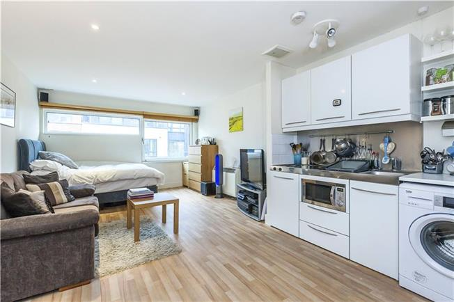 Asking Price £400,000, Flat For Sale in London, SE1