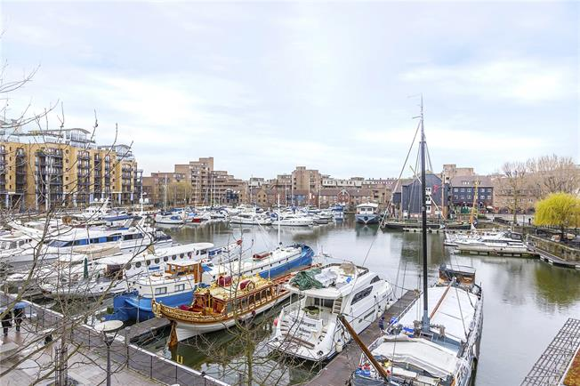 Asking Price £2,500,000, 2 Bedroom Flat For Sale in London, E1W
