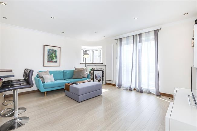 Asking Price £650,000, 2 Bedroom Flat For Sale in London, SE1