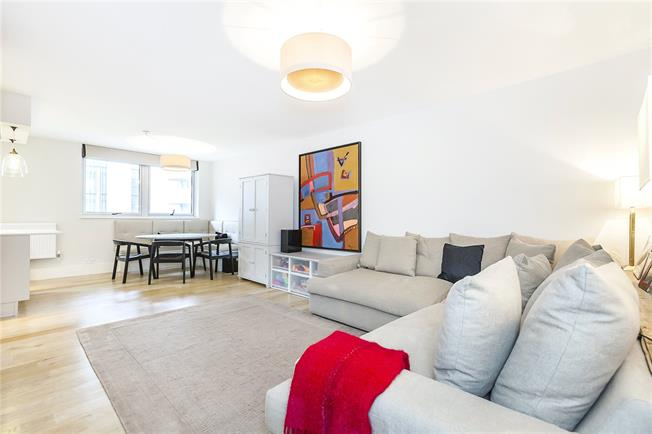 Asking Price £950,000, 2 Bedroom Flat For Sale in London, SE1